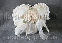 Свадебная подушка с розами для колец