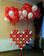 Красное сердце с шарами