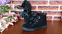 Женские демисезонные черные ботинки с атласными лентами