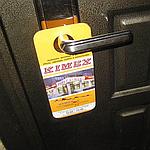 Реклама на дверных ручках