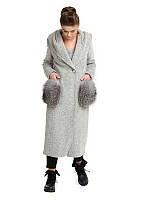 Длинное зимнее пальто с меховыми карманами