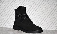 Ботинки осенне-весенние женские из натуральной замши черные на шнуровке с застежками
