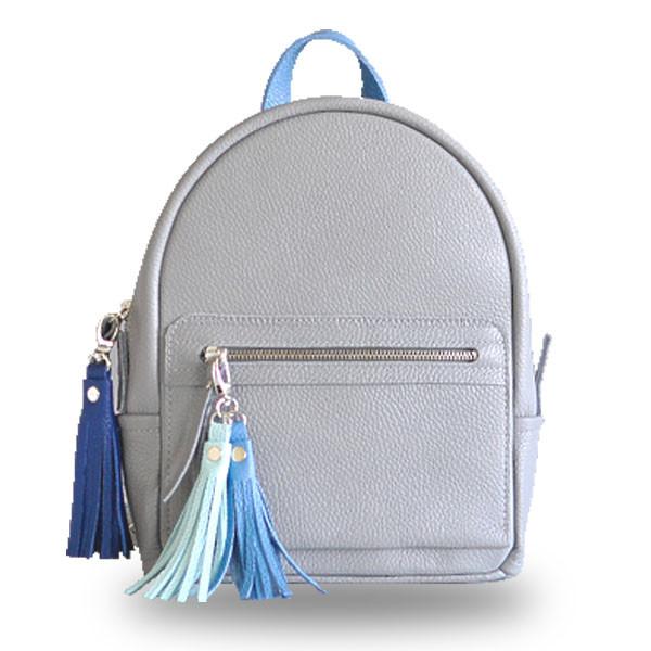 bd07b9f80214 Серый кожаный рюкзак женский с кисточками jizuz sport grey с брелками Jizuz  - Omama. Интернет