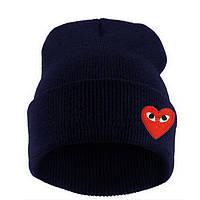 Модная женская трикотажная шапка с сердцем темно синего цвета