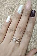 Золотое кольцо c фианитами.