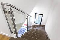 Стеклянные перила лестницы на металлическом каркасе_02