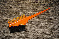 Кисть для окрашивания волос с расческой оранжевая