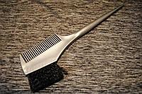 Кисть для окрашивания волос с расческой серая с черной щетиной