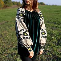 Жіноча оригінальна блузка на велюрі зеленого кольору з вишитими рукавами