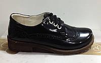 Туфлі чорніі Palaris лаковані з перфорацією