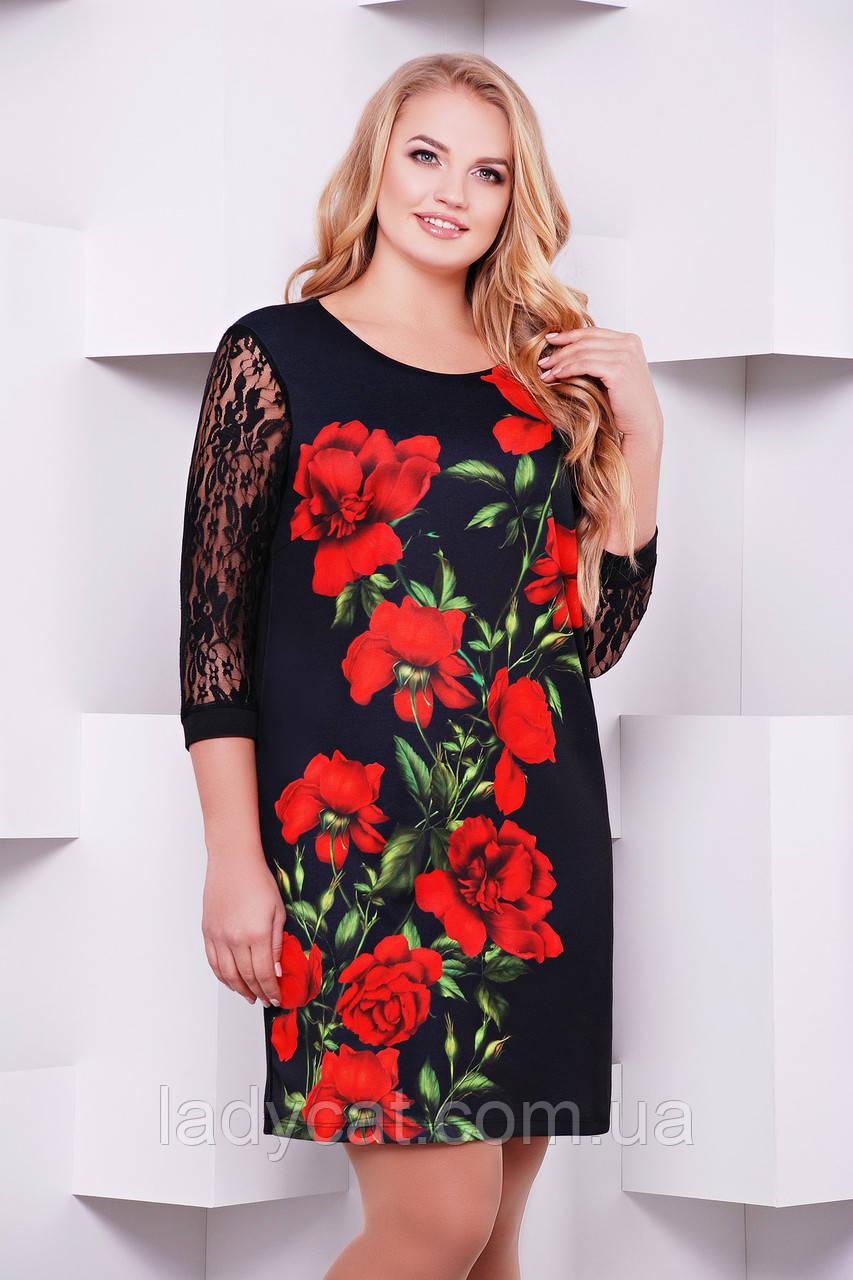 Нарядное черное платье с яркимпринтом алыерозы