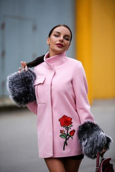 429c371e4579 Пальто в клетку! В моде все разновидности этого принта, в любом цвете и  сочетании. Не менее популярна и клетка-шотландка – тартан.
