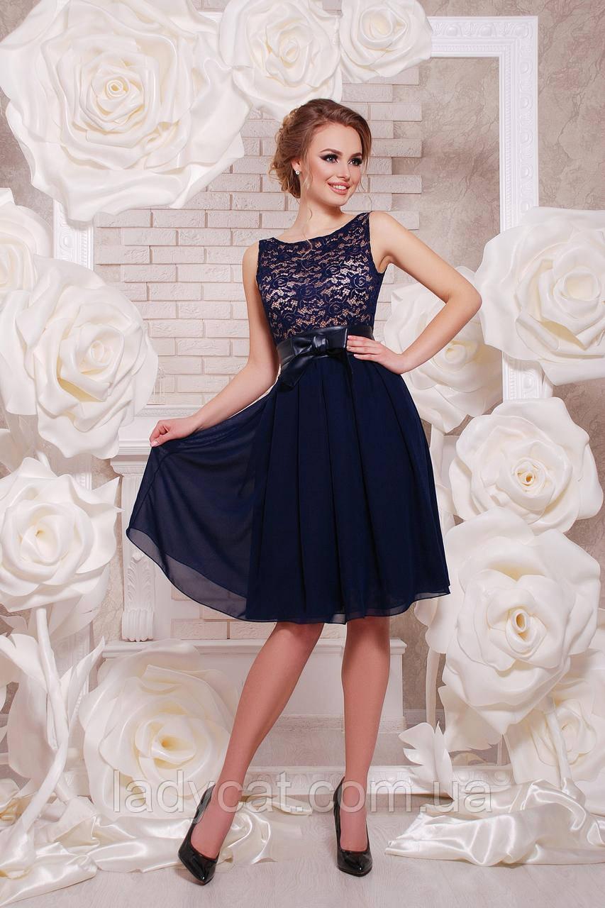 Нарядное легкое синее платье с шифоновой юбкойдо колен