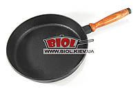Сковорода чугунная 24х4,5см с широким дном и деревянной ручкой ЧугунОК (Украина)