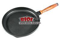 Чугунная блинная сковородка 24х3,5см с деревянной ручкой ЧугунОК (Украина)