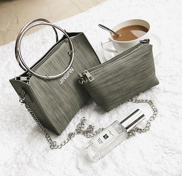 Модна міська сумочка з кільцями і міні клатчем