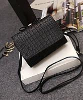Черная небольшая сумка через плече с 3D ефектом
