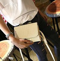 Маленькая сумка цвета слоновой кости, через плече с 3D эффектом
