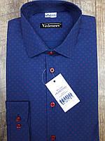Рубашка молодежная синего цвета в красный принт