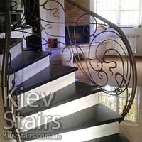 Обшивка бетонного каркаса винтовой лестницы поворотными ступенями