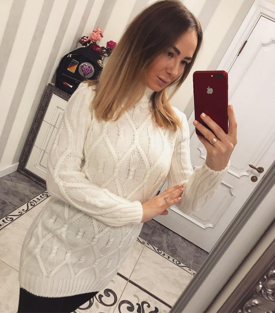 Красивая теплая белая женская туника