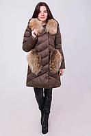 Зимний женский пуховик с мехом на капюшоне и карманах