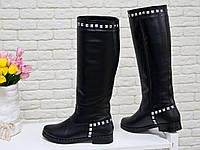 Высокие женские Сапоги свободного одевания из натуральной кожи черного цвета, на не высоком и устойчивом каблуке, украшены металлическими заклепками