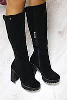 Зимние замшевые черные сапоги на удобном каблуке