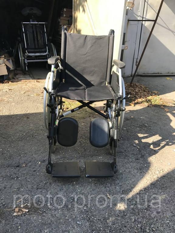 Удобная инвалидная коляска  сиденье 45 см Meyra б/у с регулировкой наклона подножек