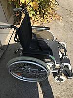 Инвалидная коляска очень компактная и удобная с ремнем безопасности  сиденье 42 см   б/у  Германия