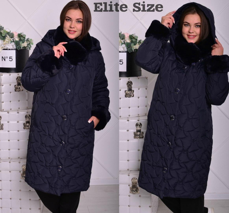 Пальто на синтепоне зимнее декорировано мехом.