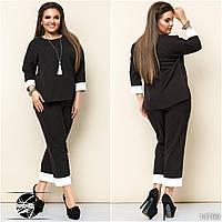 Женский брючный костюм черного цвета: блуза и брюки капри. Модель 14799