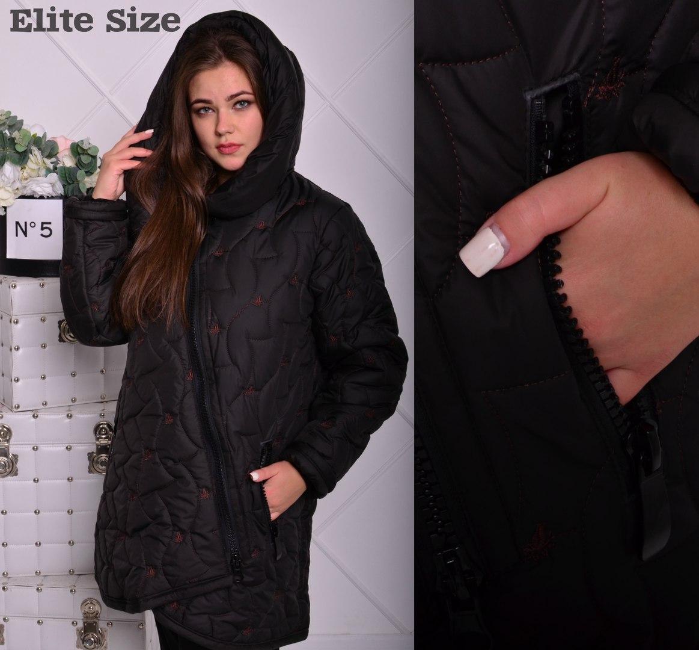 Курточка удлинённая зимняя стёганная с вышивкой.