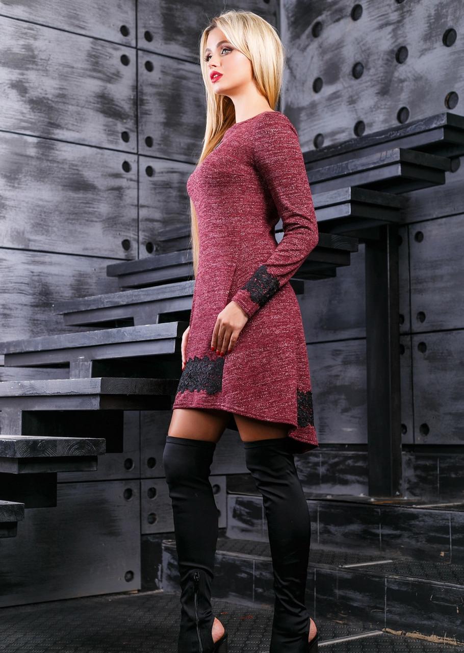 Асимметричное бордовое платье