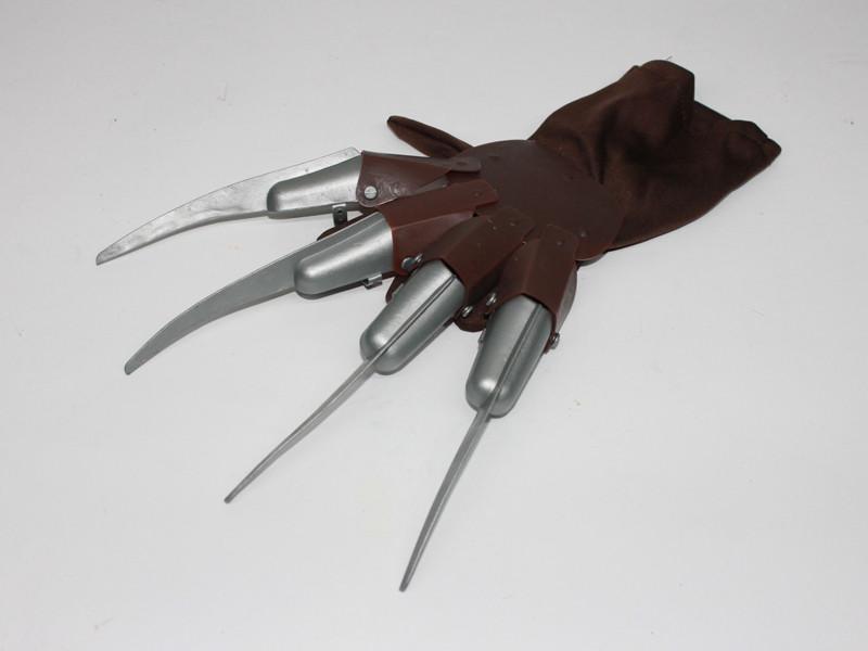 Перчатка с лезвиями Фредди Крюгера