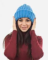Вязаная шапка с отворотом голубая