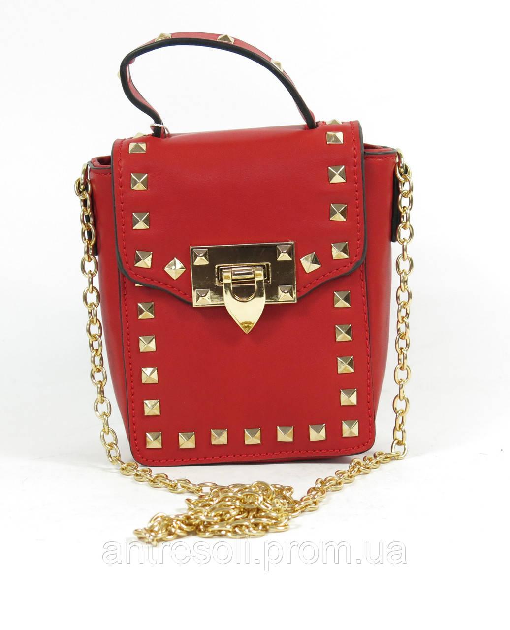 Красная женская сумочка клатч с шипами