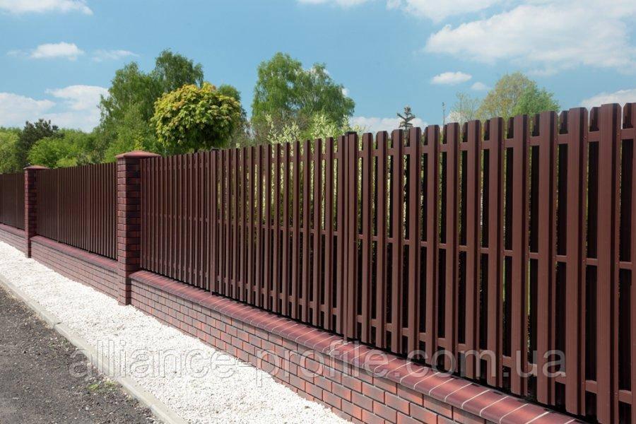 Металлический штакетный забор (евроштакетник)