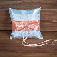 Свадебная подушечка для колец с кружевом и персиковой лентой (арт CR-211)