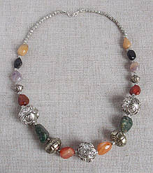 Ожерелье с сердоликом, яшмой, халцедоном и аметистом