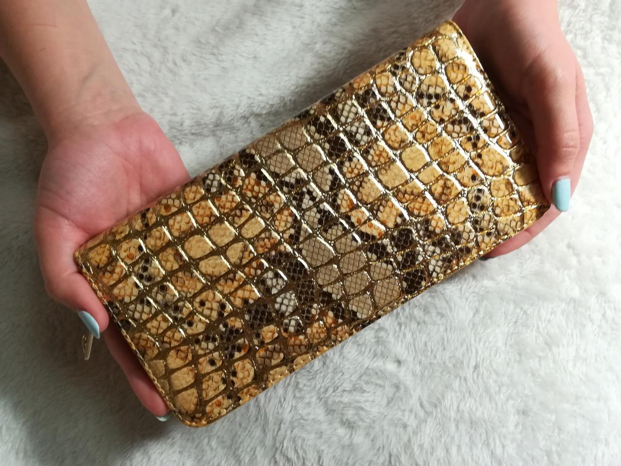 Женский лаковый кошелек на молнии 3D черно-золотой