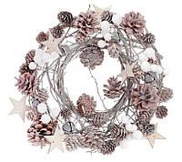 Венок из натуральных шишек с декором 31 см, цвет - натуральный с белым