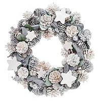 Венок из натуральных шишек с декором 36 см, цвет - натуральный с белым, украшенный ягодами и звездами