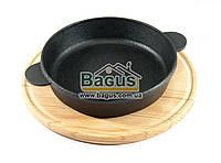 Сковорода чугунная порционная 180х40мм (глубокая) на деревянной поставке 25см (бук) ЧугунОК