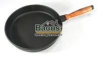 Сковорода чугунная 26х4,5см с деревянной ручкой, посуда чугунная ЧугунОК (Украина) ЧУ-2645ДР