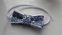 Вышитый галстук-бабочка (голубой на белом)