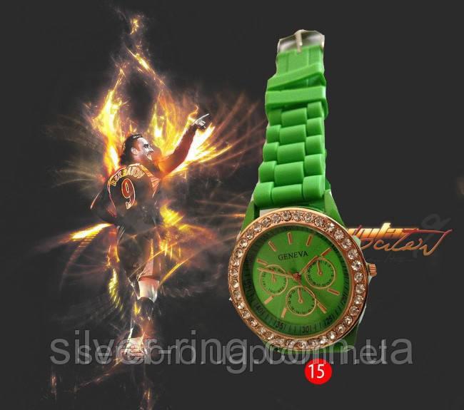 Годинник на силіконовому ремінці зі стразами