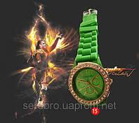 Часы на силиконовом ремешке со стразами