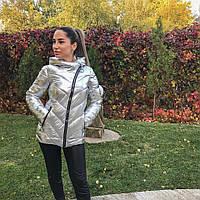 Удлиненная куртка на синтепоне из блестящей плащевки, цвет светло серый