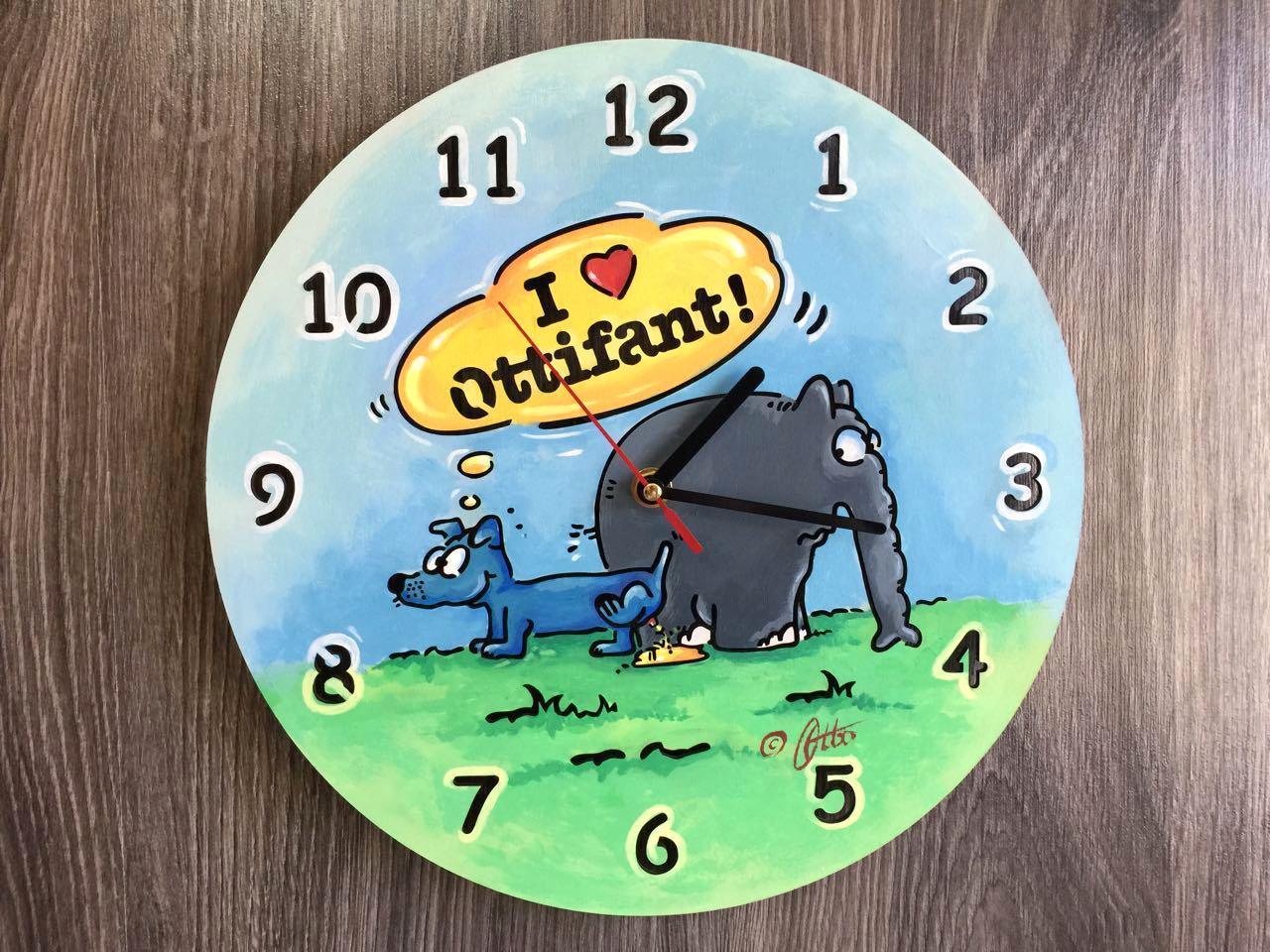 Цветные хендмейд часы из дерева «Слоник Оттифантен»